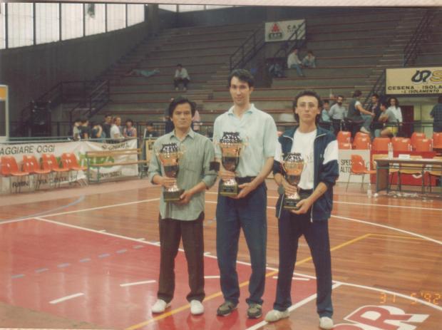 Mestre com alunos numa competição desportiva, Itália, 1992